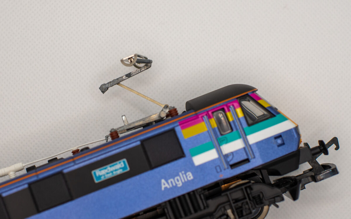 Repairing the Pantograph on Hornby Class 90 from 2004